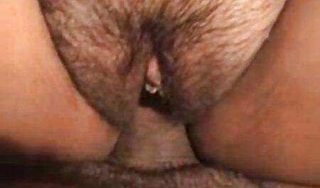 Mama sex anal cu fete îl ajută pe băiat să-și satisfacă prietena.